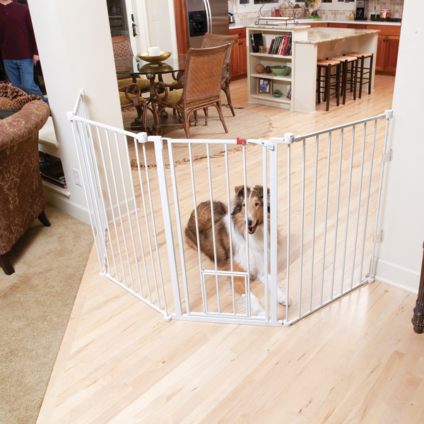 Carlson Flexi Walk Thru Dog Gate With Pet Door