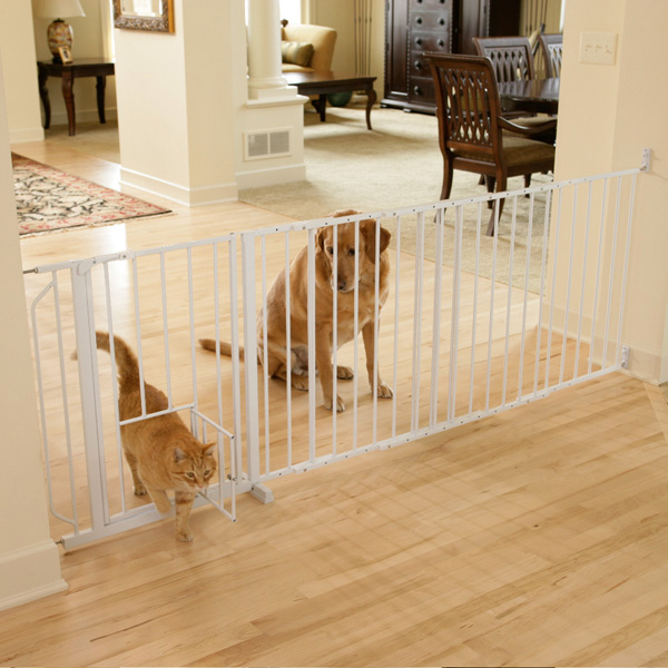 Carlson Maxi Walk-Thru Dog Gate with Pet Door