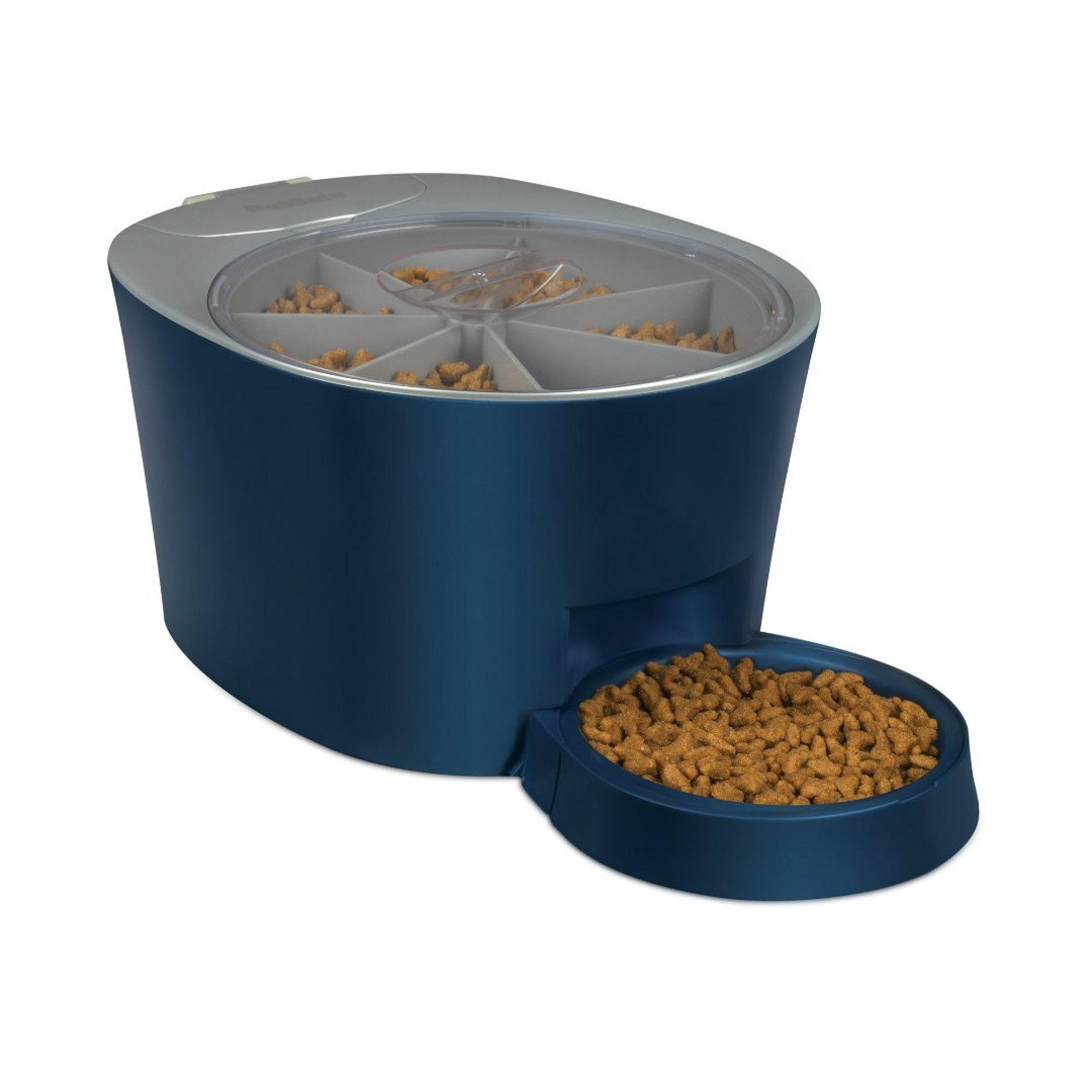 you pet free allows dry lid pest to cropped use fresh large pour system kennel here dispenser and keeps easy food s plus vault feeder it in the feeders dog waterer how automatic works